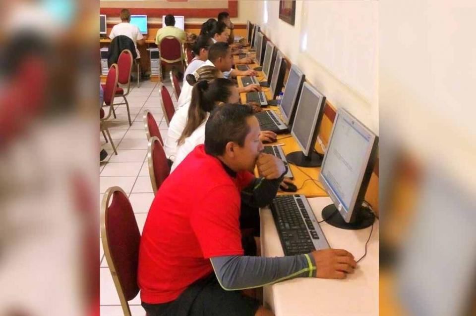 Implementa preparatoria abierta aula móvil para optimizar el servicio