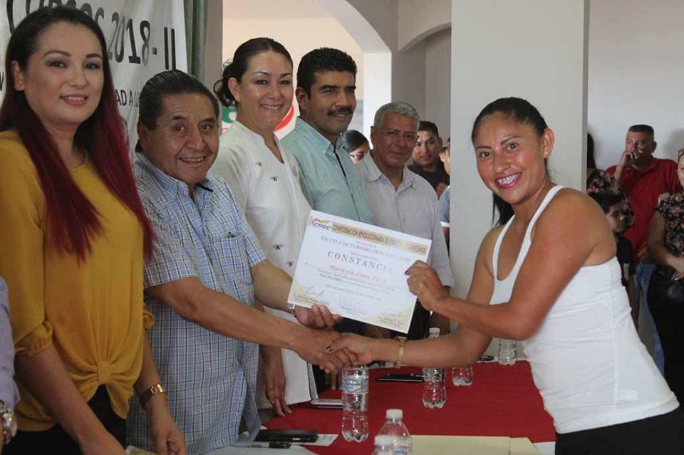 Entrega Escuela de Turismo de la CROC certificados de Capacitación a sus trabajadores