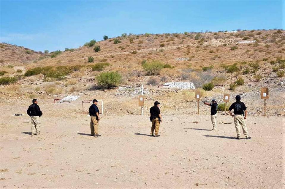 Reciben agentes de investigación curso sobre manejo de armas de fuego