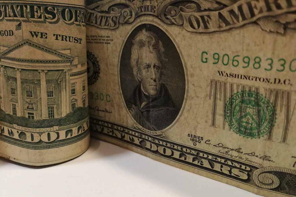 Venden dólar a 19.17 pesos en aeropuerto capitalino