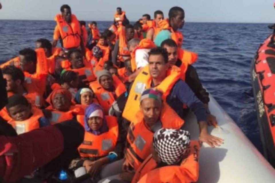 Países europeos acogerán a 447 migrantes desembarcados en Sicilia