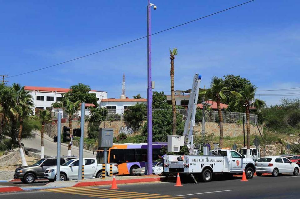 Semaforización integral y señalética oficial, la inversión más importante en Los Cabos