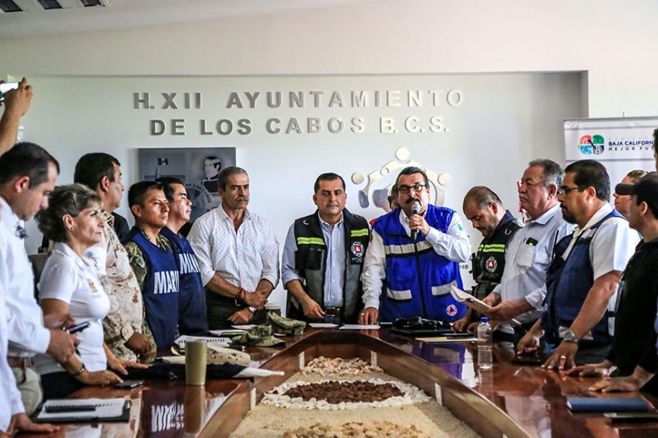 De manera preventiva, sesiona Consejo Municipal de Protección Civil por el paso de John en Los Cabos