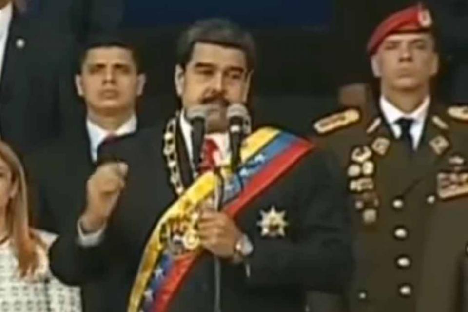 """Gobierno venezolano dice que Maduro salió ileso de """"atentado"""" con explosivos"""