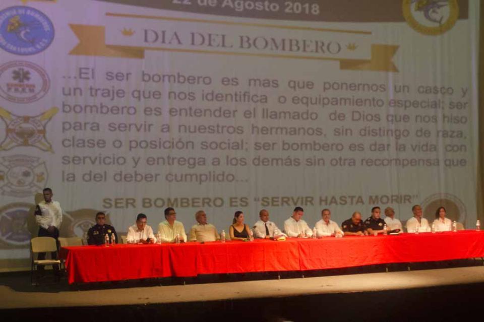 Se rinde homenaje en Cabo San Lucas por el Día nacional del Bombero