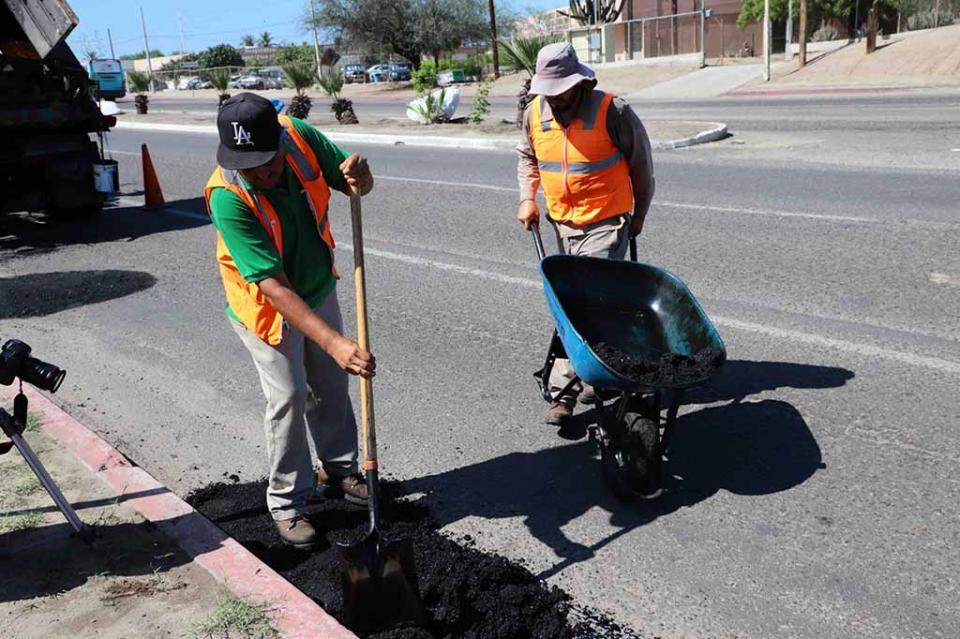 Cuadrilla de bacheo estatal trabaja de manera permanente en el mantenimiento de vialidades