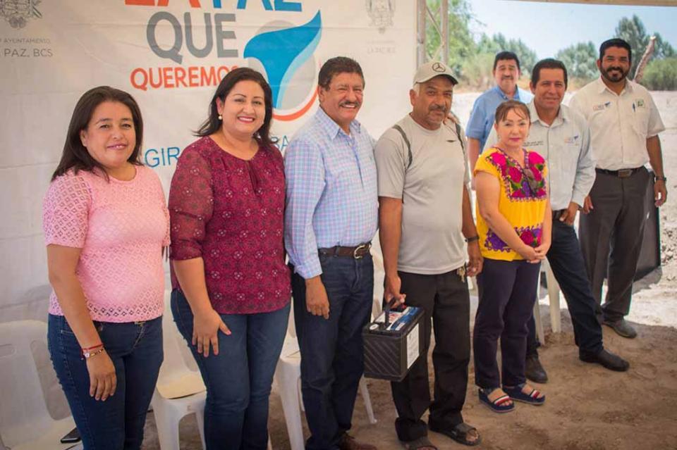 Entregan apoyos para fotovoltaicos en la delegación de Los Dolores