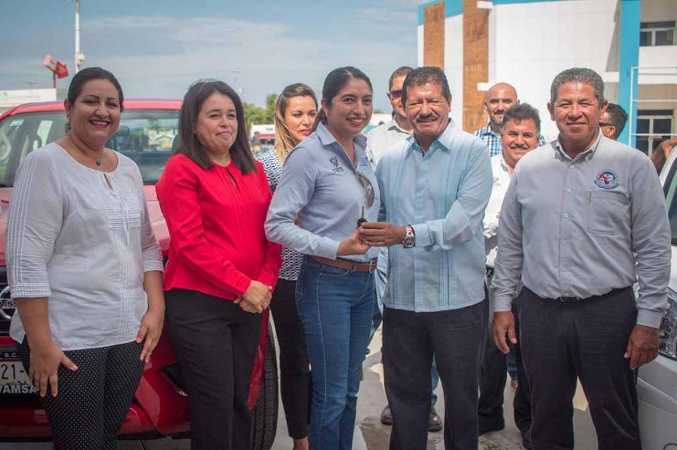 Entrega Alcalde de La Paz cinco vehículos para áreas operativas