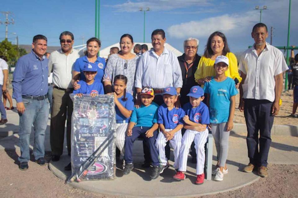 Entrega Alcalde de La Paz rehabilitación del parque El Pescador