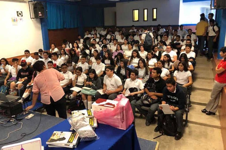 """Imparten pláticas para la prevención de la """"Violencia en el Noviazgo"""" a estudiantes de preparatoria"""