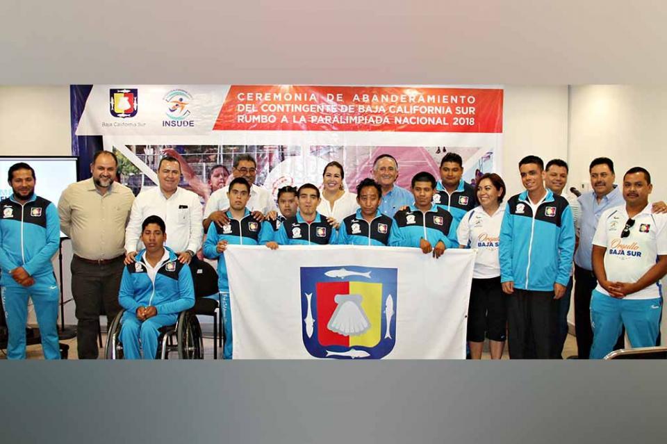 Abanderan a atletas rumbo a la Paralimpiada Nacional Colima 2018