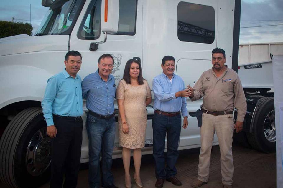 Entrega Alcalde de La Paz equipo a Servicio Públicos Municipales