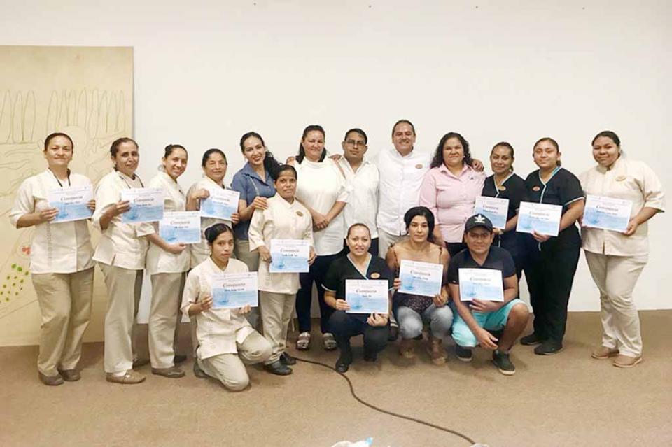 Se profesionalizan prestadores turísticos de La Paz y Los Cabos