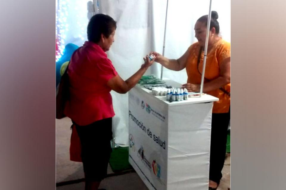 Salud promueve consumo de agua natural entre comundeños
