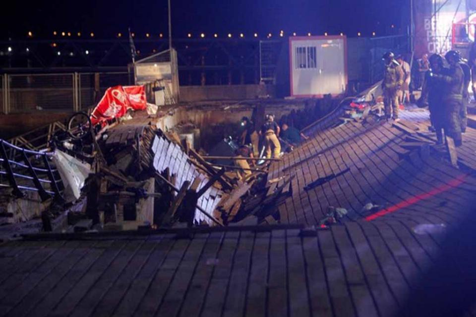 Deja cinco heridos graves derrumbe de tribuna en concierto en España