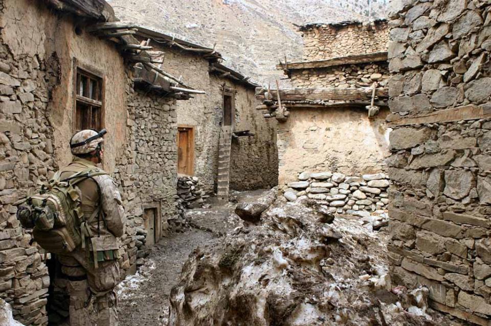 Mueren 40 militares y policías en lucha contra el Talibán en Afganistán