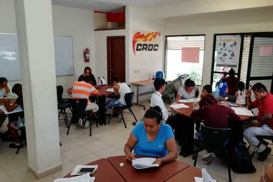 Educación para los adultos de la CROC, promueve la superación personal y una sociedad más productiva
