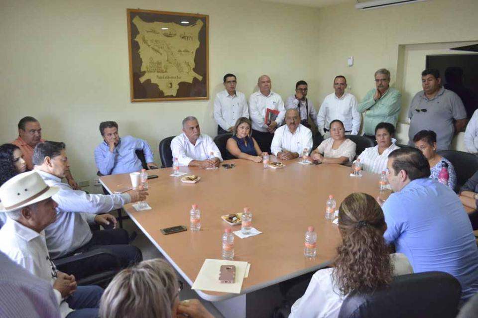 Se reúnen Diputadas y Diputados electos con la Directiva del Congreso del Estado