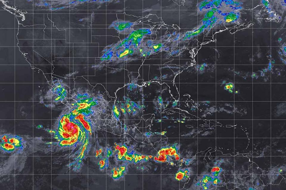 John e Ileana ocasionarán lluvias, vientos y oleaje