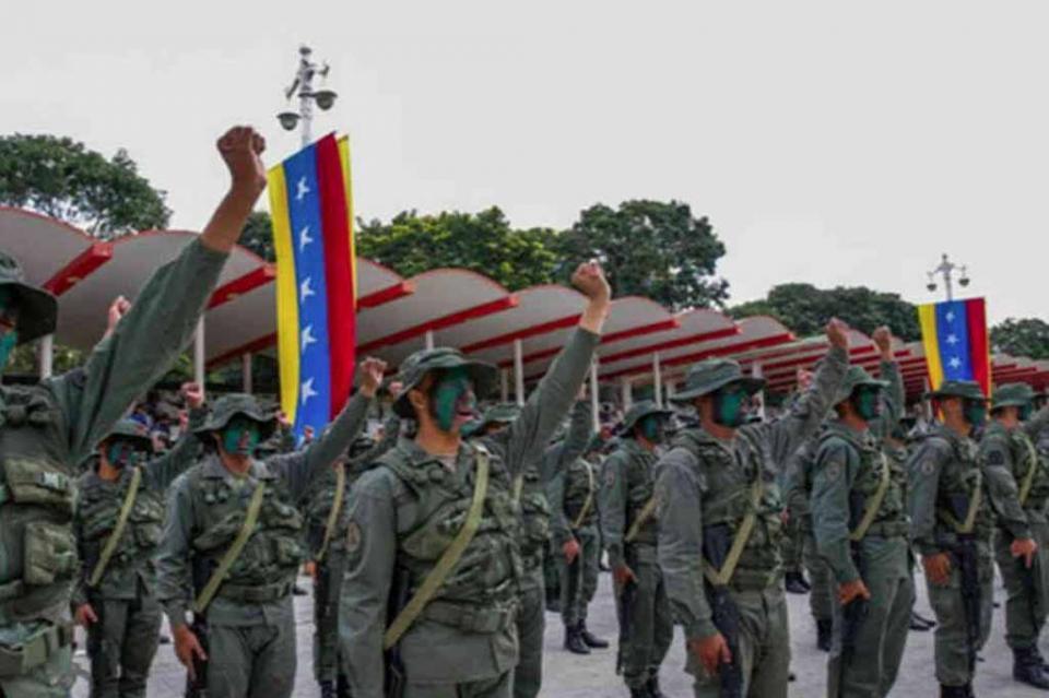 Desconfían de gobierno venezolano hasta fuerzas armadas dice militar