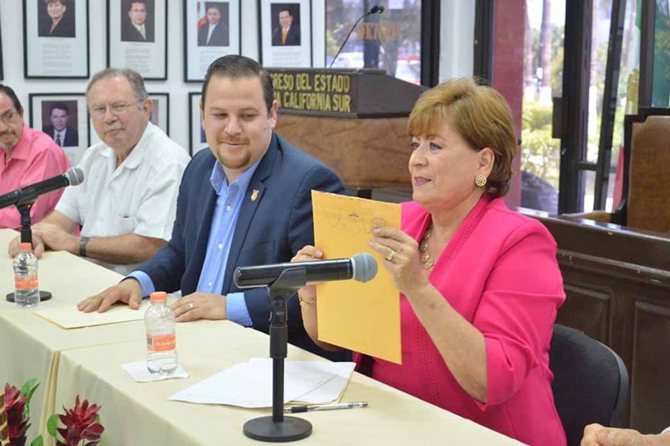 Domingo Valentín Castro Burgoin y Alfredo Clayton Hernández, ganadores del Concurso de creación del Himno del Estado