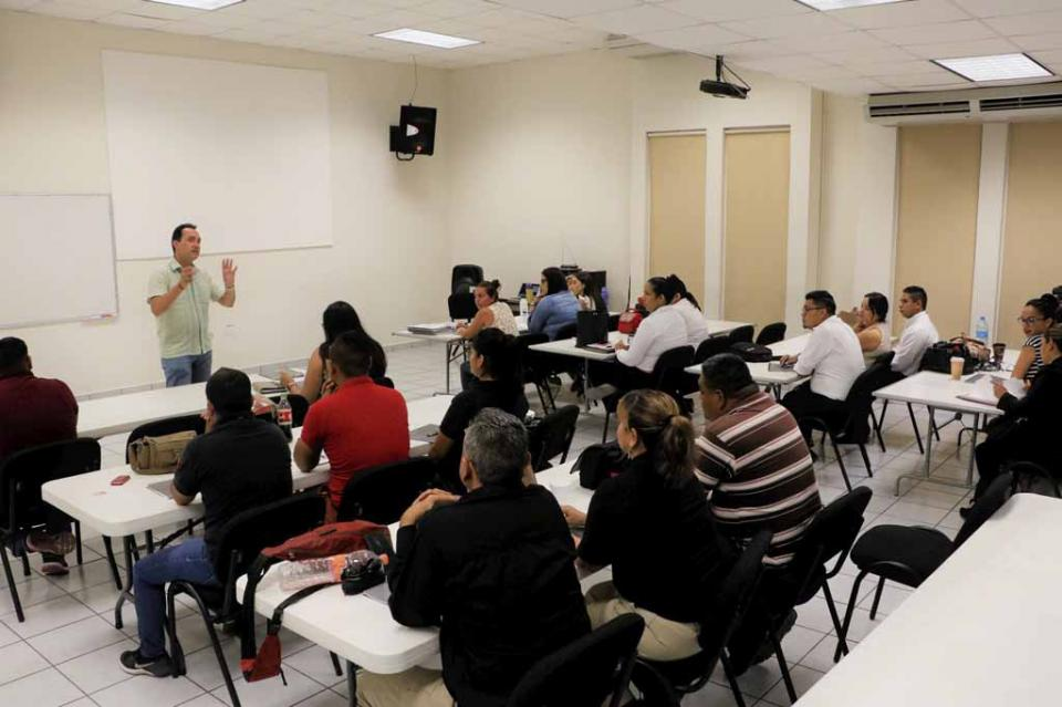 Recibe personal de la PGJE curso sobre programación neurolingüistica para resolver conflictos