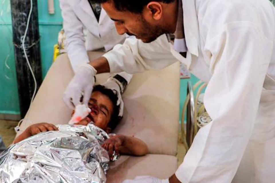 Más de 40 muertos durante bombardeo contra autobús escolar en Yemen