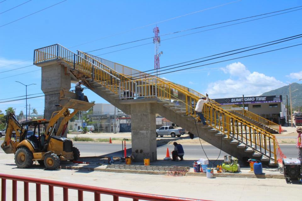 Asegura SCT que puentes peatonales son seguros