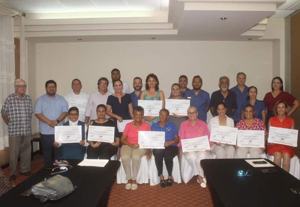 Entrega Fundación Alas de Águilas donativos en efectivo a 10 organizaciones civiles de Los Cabos