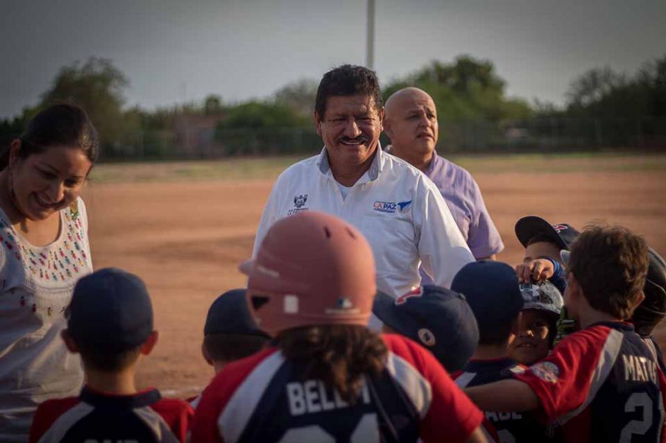 Entrega Alcalde de La Paz importantes obras en la zona rural