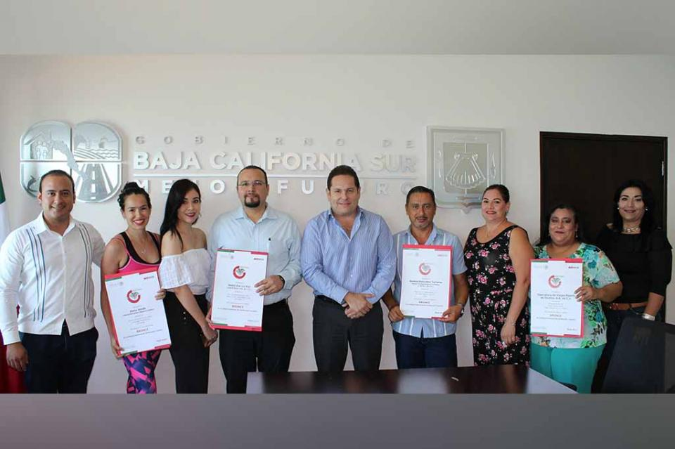 Entrega SETUES Distintivo Nacional de Calidad Turística a empresas de La Paz