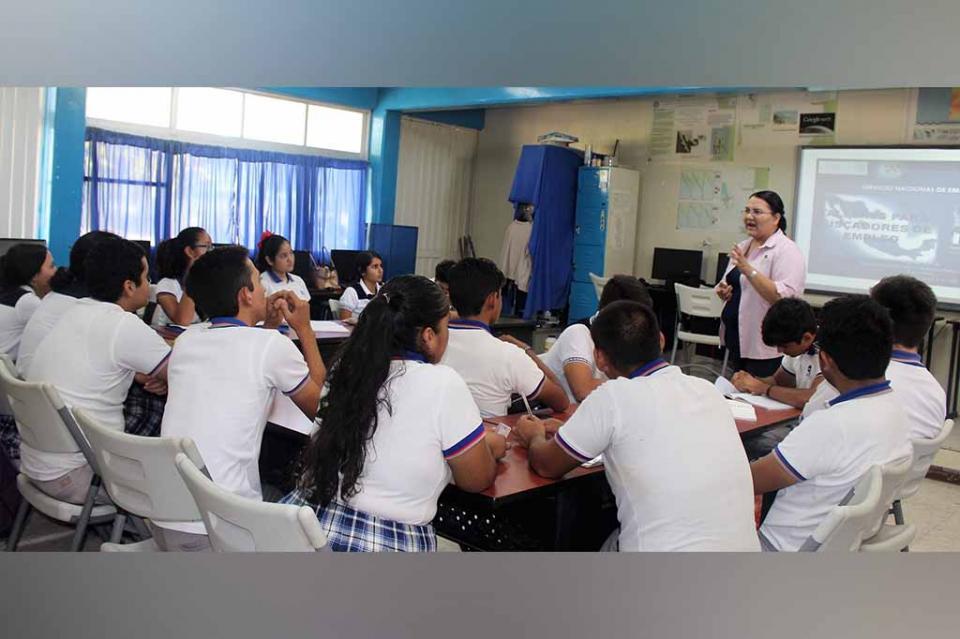 Imparte secretaría del trabajo taller a estudiantes del CETMAR