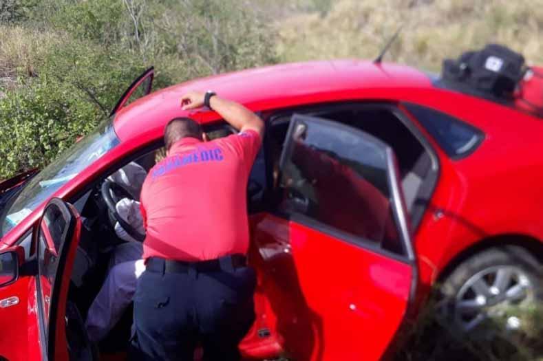 Una persona lesionada por volcadura de auto en corredor turístico