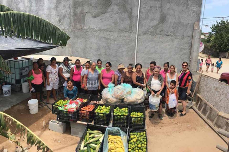 De Guerrero Negro a CSL, la CROC ha llevado 84 tráiler de cemento, leche líquida, útiles escolares, frutas y verduras a familias vulnerables
