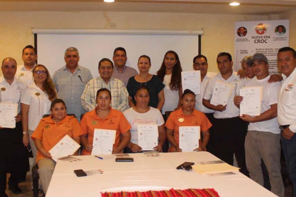 Trabajadores de la CROC en Loreto reciben su certificado en competencias laborales