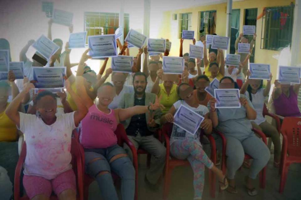 Entrega PGJE reconocimientos a internos del CERESO por asistencia a cursos