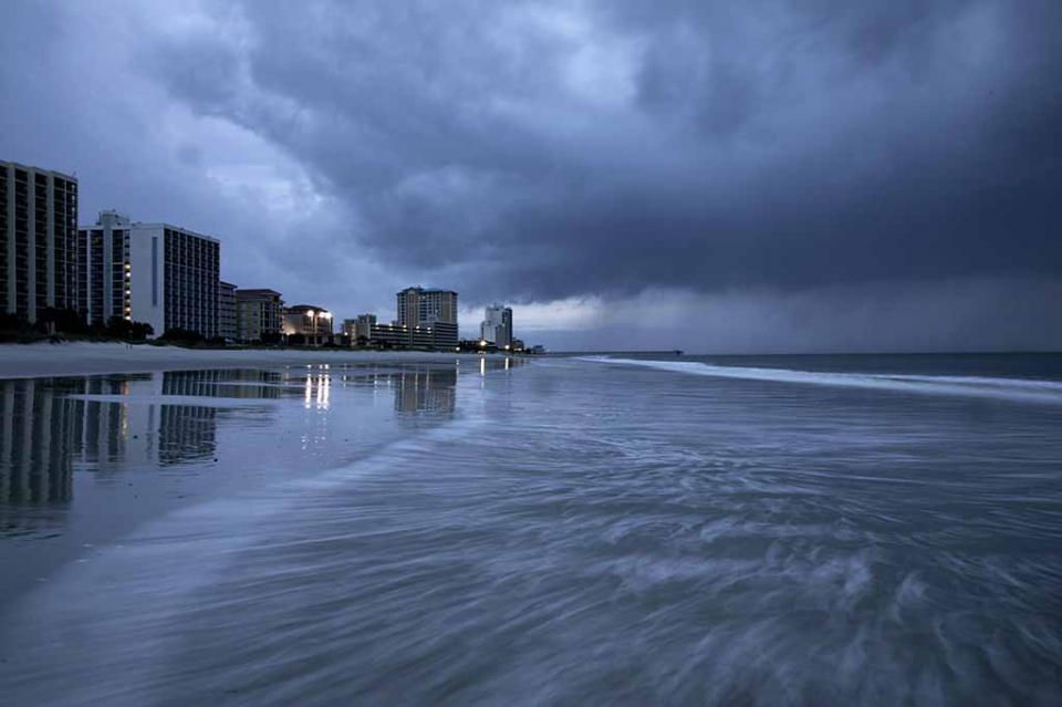 El huracán Florence toca tierra en costa este de Estados Unidos
