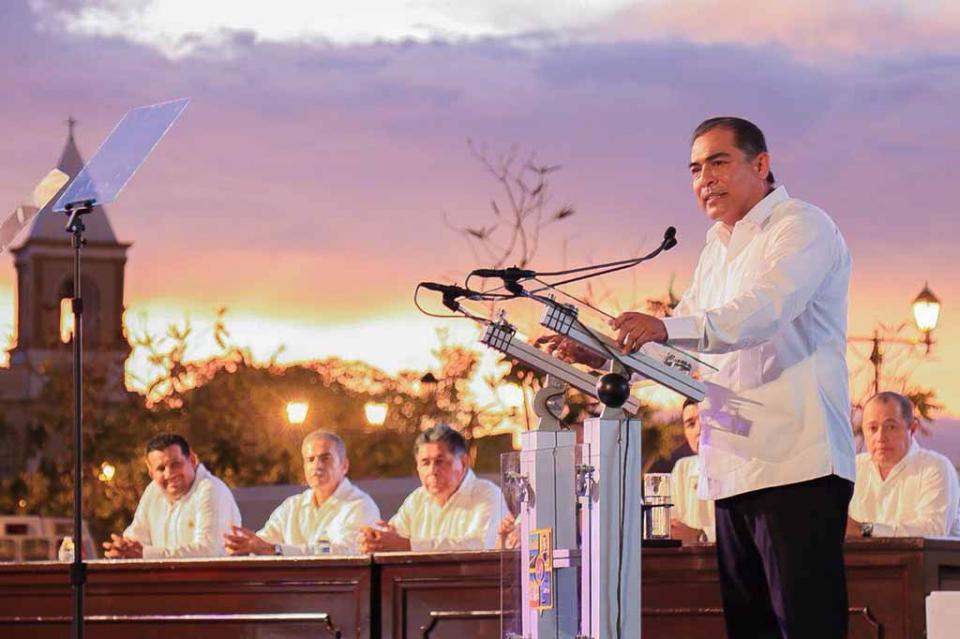 De frente a la ciudadanía rinde III Informe de Gobierno Arturo de la Rosa Escalante