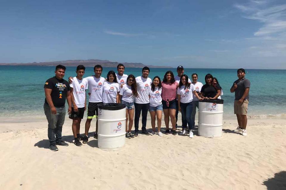Jóvenes del PAN realizan jornada de limpieza de playas