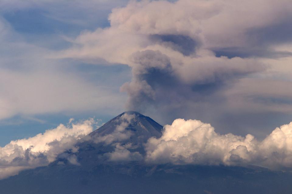 Emite el Popocatépetl 196 exhalaciones en últimas 24 horas