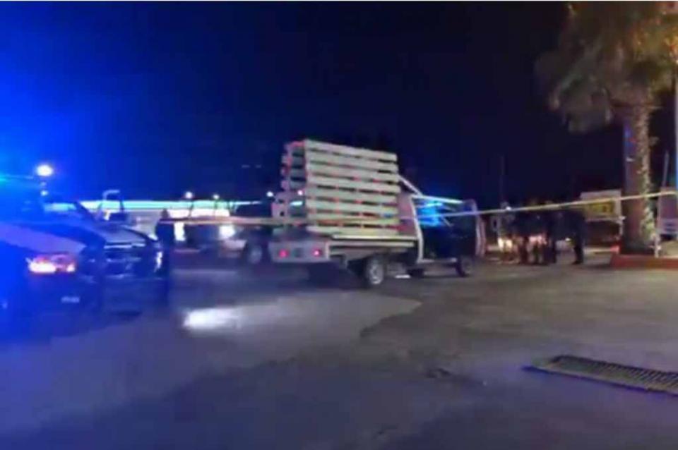 Encuentran vehículo baleado y con manchas de sangre en Costa Azul