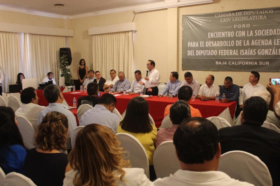 Convoca Isaías González Cuevas a sectores empresariales y de Gobierno a una agenda legislativa que beneficie a BCS