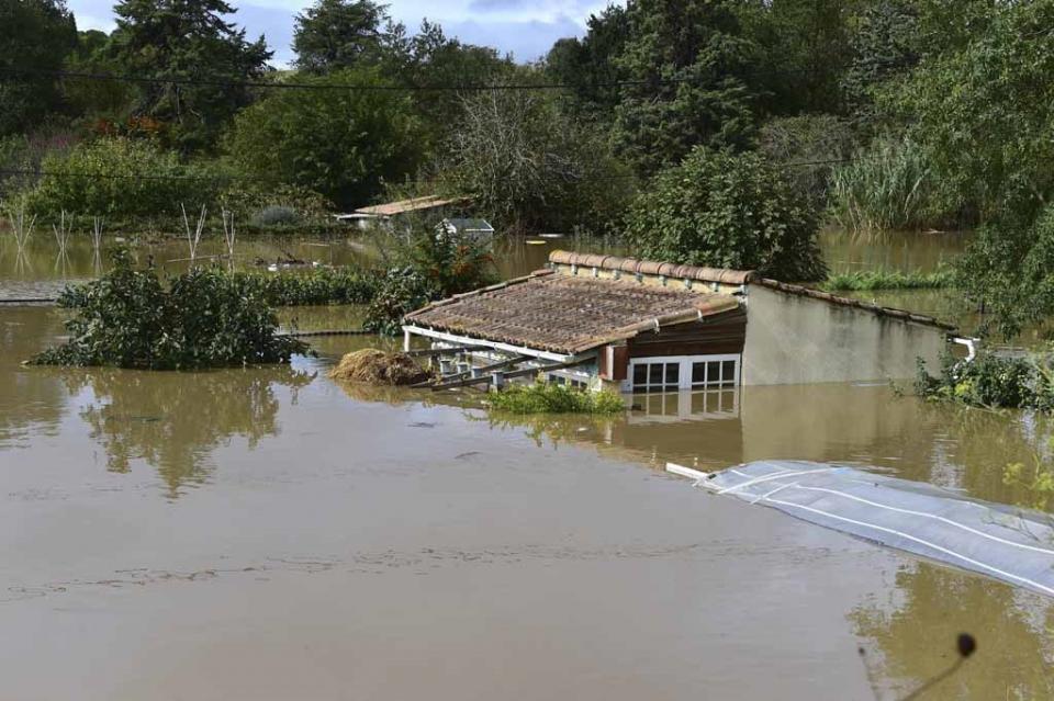 Al menos trece muertos por inundaciones en el sur de Francia, prevén más crecidas