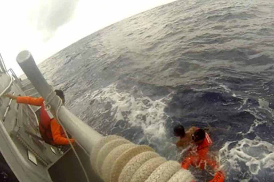La Secretaría de Marina - Armada de México rescata a una persona que permaneció más de 12 horas en mar abierto, en Baja California Sur