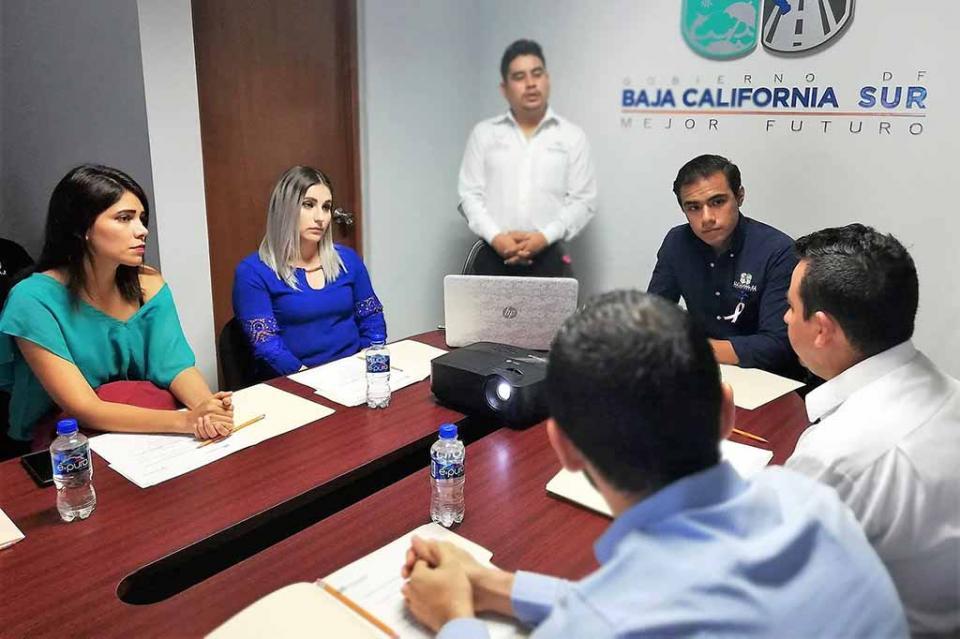 Se reúnen directores municipales de la juventud en Baja California Sur