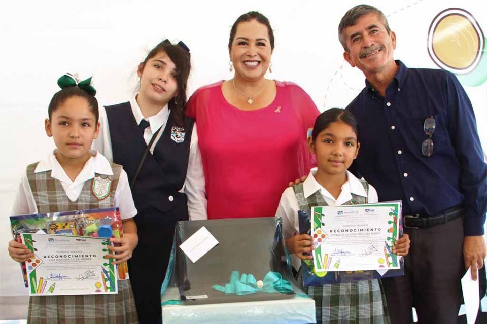 Premian a niñas y niños de concurso Dibujo Pavimental