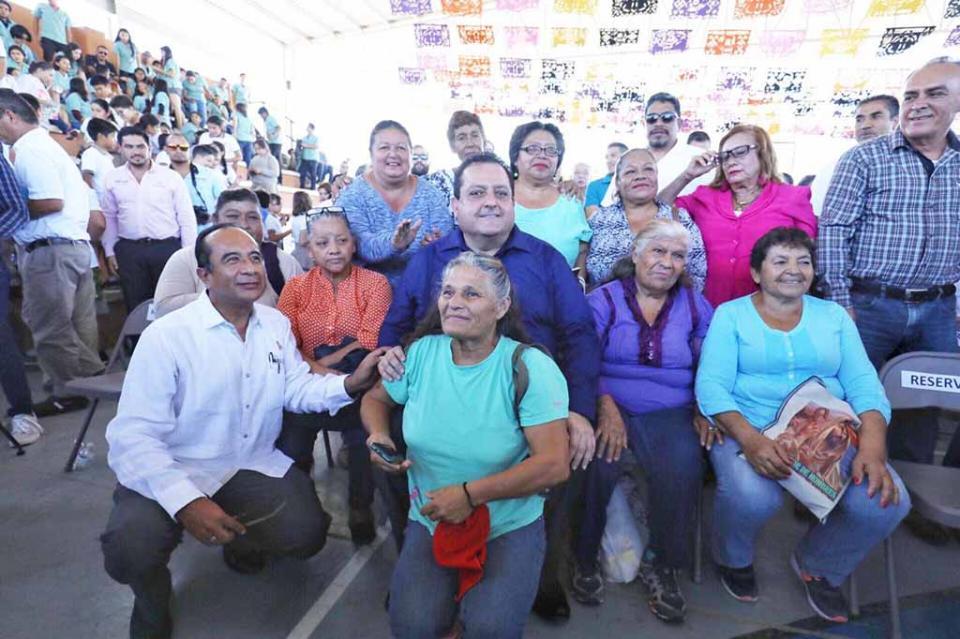 De la mano de la sociedad trabajamos por una mejor calidad de vida en BCS: Carlos Mendoza