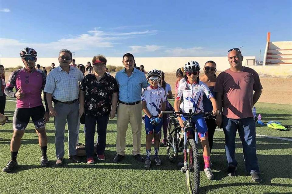 Entrega AC bicicleta a atleta de Mulegé