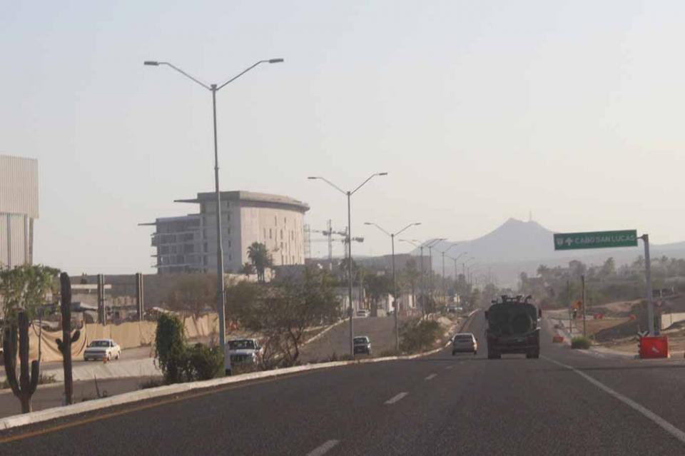 Pésima imagen e inseguridad vial por falta de alumbrado público en el Corredor Turístico: Ingenieros