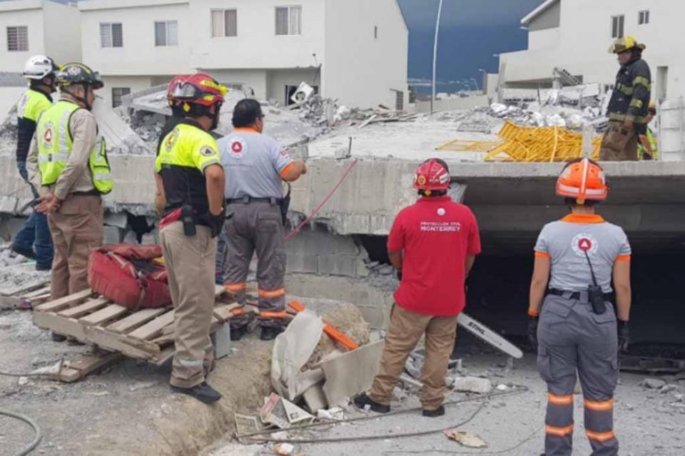 Suman ocho muertos por derrumbre de construcción en Nuevo León